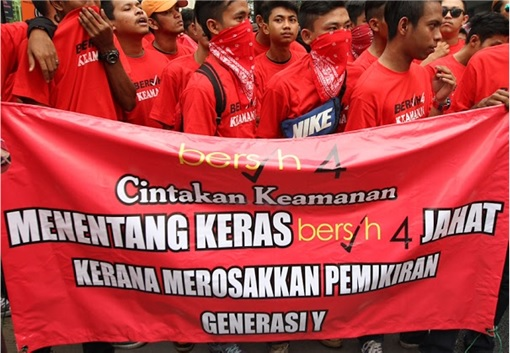 UMNO Red Shirts Rally Charming Message - Reject Bersih Damage Generation Y