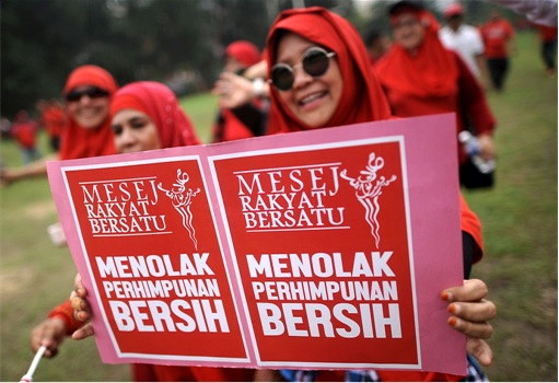 UMNO Red Shirts Rally Charming Message - Reject Bersih