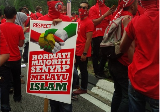 UMNO Red Shirts Rally Charming Message - UMNO and PAS Handshake