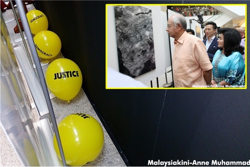 Yellow Balloons Dropped at Pavilion - Najib and Rosmah Insulted
