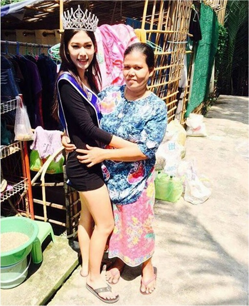 Miss Uncensored News Thailand 2015 - Khanittha Mint Phasaeng - At Shack Home Wearing Tiara and Sash Hugging Mom