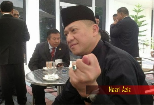 Nazri Aziz Showing Finger Gesture