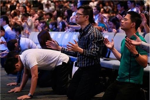 Singapore City Harvest Church - Churchgoers Worship