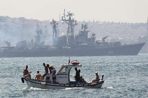 Russian warship fire warning shots at a Turkish trawler