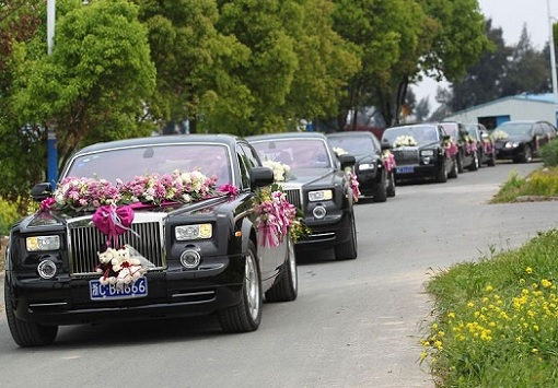 China Has Most Billionaires - Super Rich Wedding Using 26 Rolls Royce