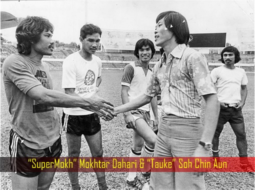 SuperMokh Mokhtar Dahari and Tauke Soh Chin Aun - Shaking Hands