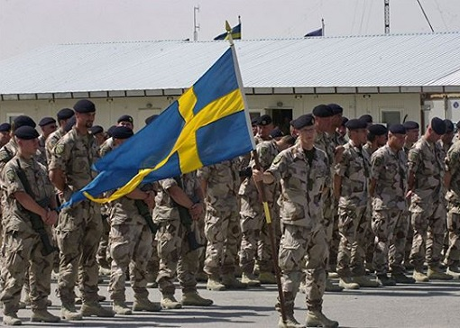 Swedish Army - Soldiers with Flag