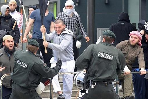 German Muslim Gangster Fighing With Police