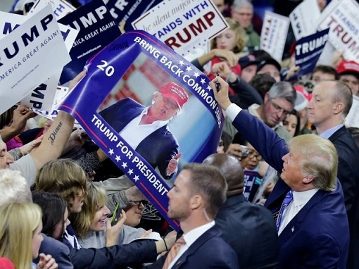 Donald Trump Campaign - Supporters and Banners