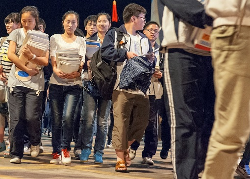 China Gaokao Exam - Students Carrying Books For Revision