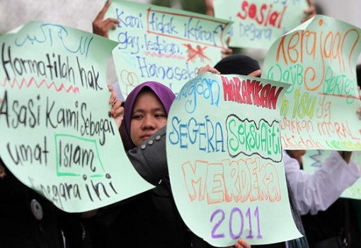 Malaysian Muslims Protest Gays Lesbians