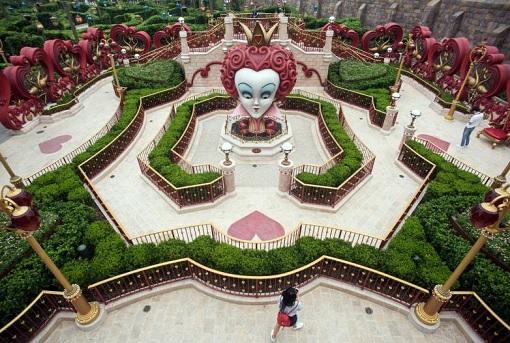 Shanghai Disneyland - Alice in Wonderland Maze