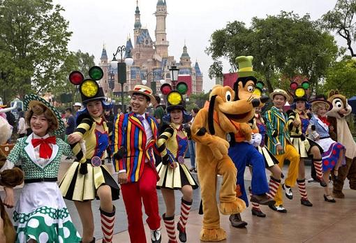 Shanghai Disneyland - Performers take part in a Parade