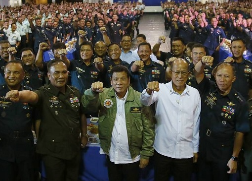 philippine-president-rodrigo-duterte-with-military-officers