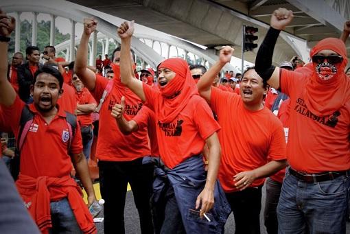 bersih-5-0-red-shirt-shouting-at-sogo