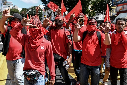bersih-5-0-redshirts-protesters-marching