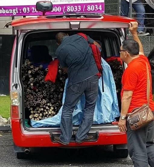 bersih-5-0-van-caught-transporting-bamboo-and-sticks-for-redshirts