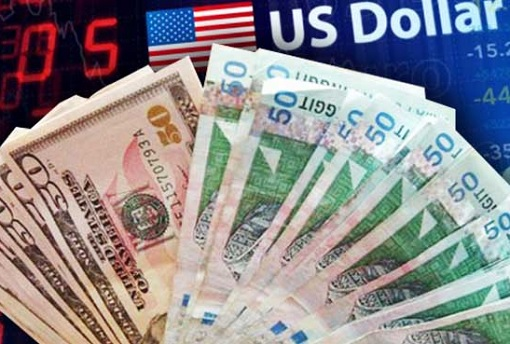 us-dollar-note-and-malaysia-ringgit-note