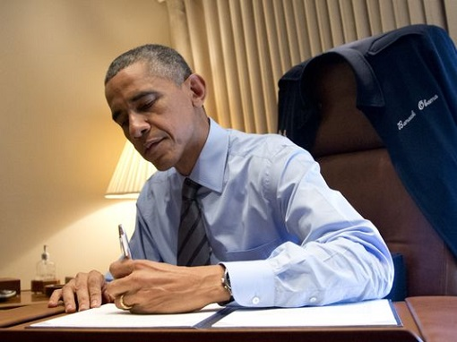 barack-obama-signing-an-executive-order