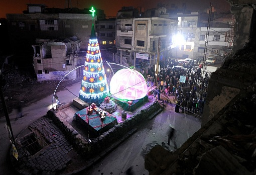 giant-christmas-tree-in-war-hit-aleppo
