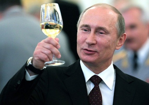 russian-president-vladimir-putin-toasting-with-a-smile