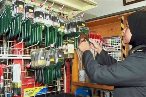 Malaysian Authorities Raid Shops and Seize Paint Brushes