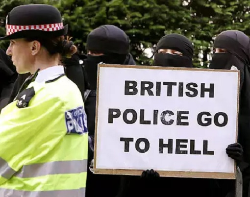 Britain UK - Muslim Women in Veil with Hate Placard - Police Go To Hell