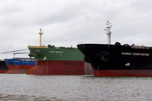 Oil Glut - Fleet of Super Tankers