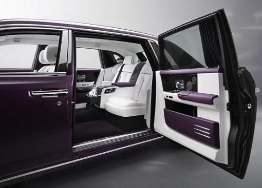 Rolls-Royce Phantom VIII - Rear Door Open