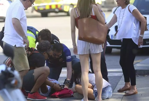 Spain Barcelona Las Ramblas Under Terror Attack - People Helping Casualties