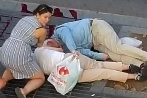 Spain Barcelona Las Ramblas Under Terror Attack - Woman Helping Casualties