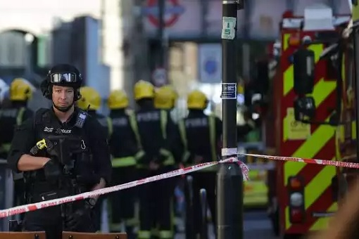 Tube attack probe deepens, terror threat lowered