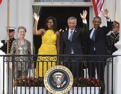 Singapore Lee Hsien Loong Visit to White House - With Barack Obama and Michelle Obama Waving