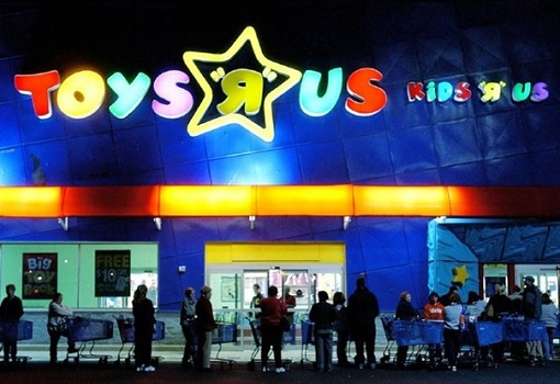 Toys R Us - Shoppers Queueing For Sales