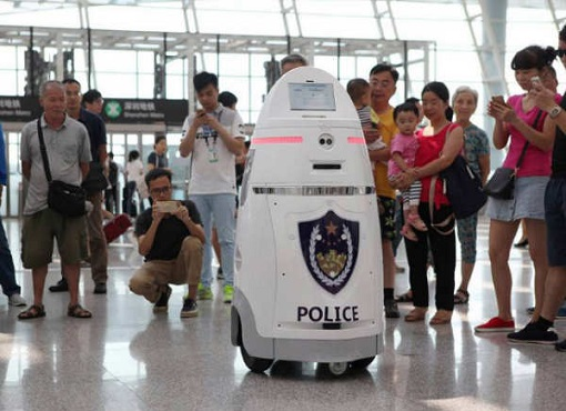 Robocop Android in China - AnBot at Airport