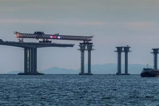 China and World Longest Sea Bridge - Joining Bridge Parts