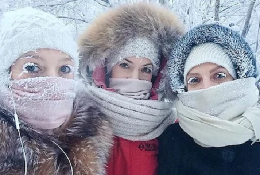 Russia Extreme Temperature - Anastasia Gruzdeva with Friends - Frozen Eyelashes