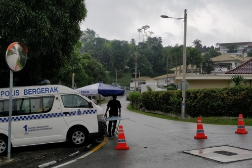 Najib and Rosmah Private House Cordoned Off by Police