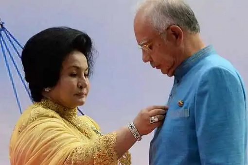 Najib & Rosmah Strike Back - Accuse Police Of Eating Kid's Chocolate & Leak Details Of Valuables, RM100 Million Cash & 100kg Gold