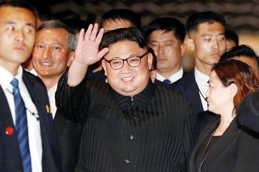 Kim Jong-Un Smiles and Wave - Visit Singapore Marina Bay