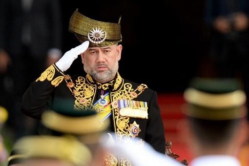 Malaysia Agong King - Saluting