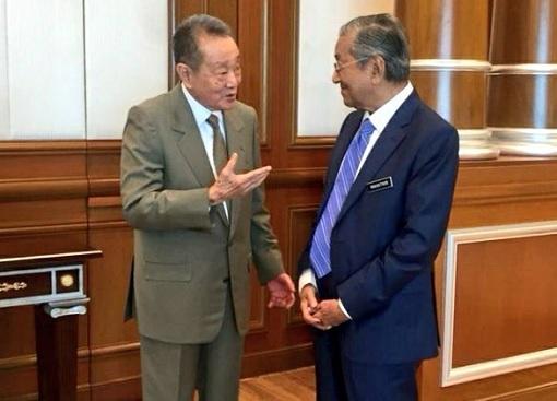 Billionaire Robert Kuok with Prime Minister Mahathir Mohamad