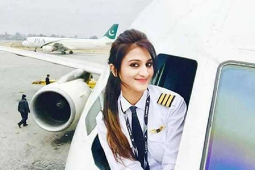 Pakistan Beautiful Woman Pilot