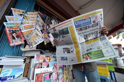 Utusan Malaysia - Reading Newspaper at Store