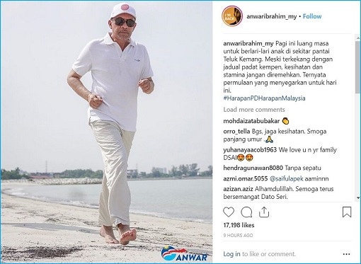 Port Dickson By-Election - Anwar Ibrahim Jogging On Beach