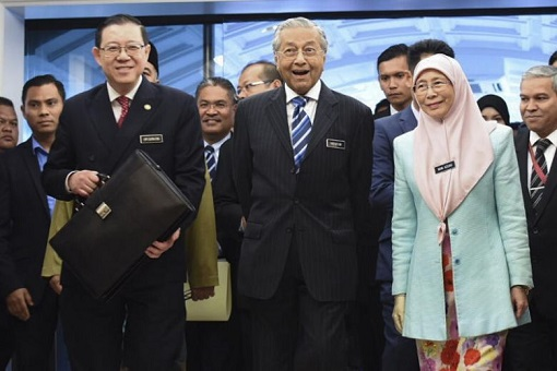 Budget 2019 - Finance Minister Lim Guan Eng With PM Mahathir And Deputy PM Azizah