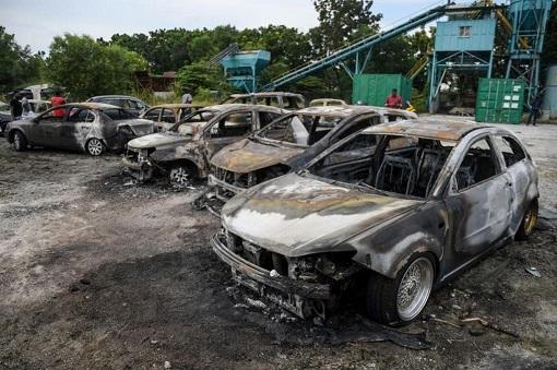 Subang Jaya Sri Maha Marianmman Temple Riot - Cars Burnt