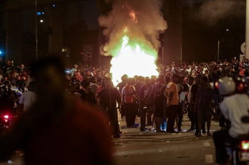 Subang Jaya Sri Maha Marianmman Temple Riot - Cars Torched by Protesters
