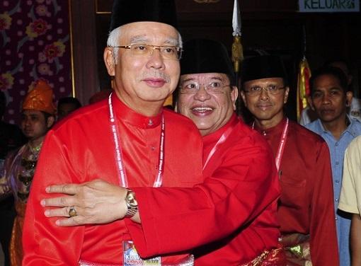Tengku Adnan Hugs Najib Razak