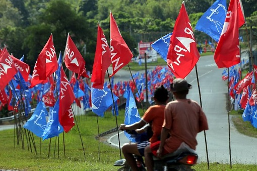 Cameron Highlands By-Election - Pakatan Harapan and Barisan Nasional Flags